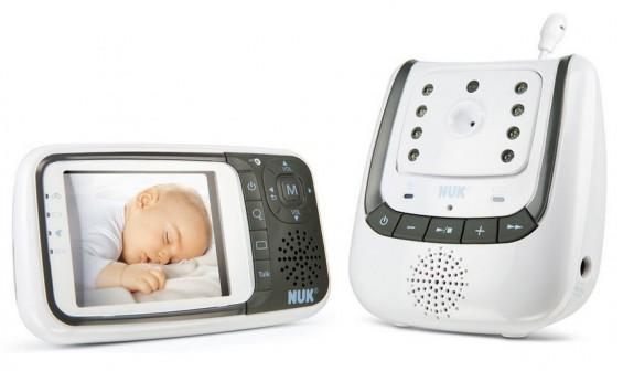 NUK Babyphone mit Video-Überwachung: Das NUK 10256296 gehört zu den bei Amazon beliebtesten, aber auch teuersten Produkten zur Babyüberwachung im Schlaf- oder Kinderzimmer
