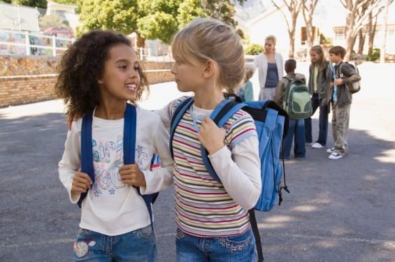 Mehrsprachigkeit in der Schule (© Jupiterimages/Pixland/Thinkstock)