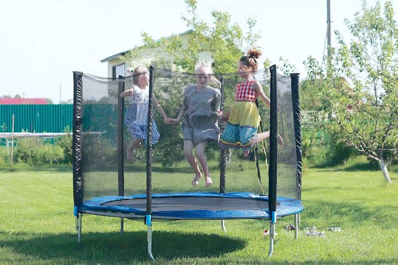 kinder-trampolin-garten
