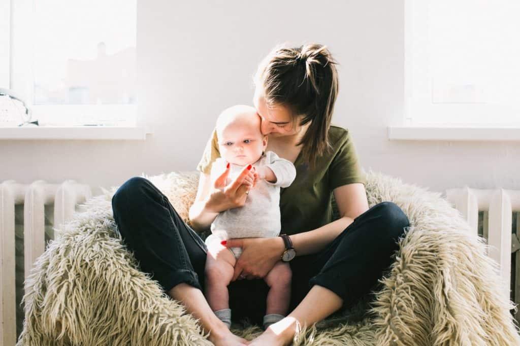 Nähe der Mutter begünstigt das Baby durchschlafen