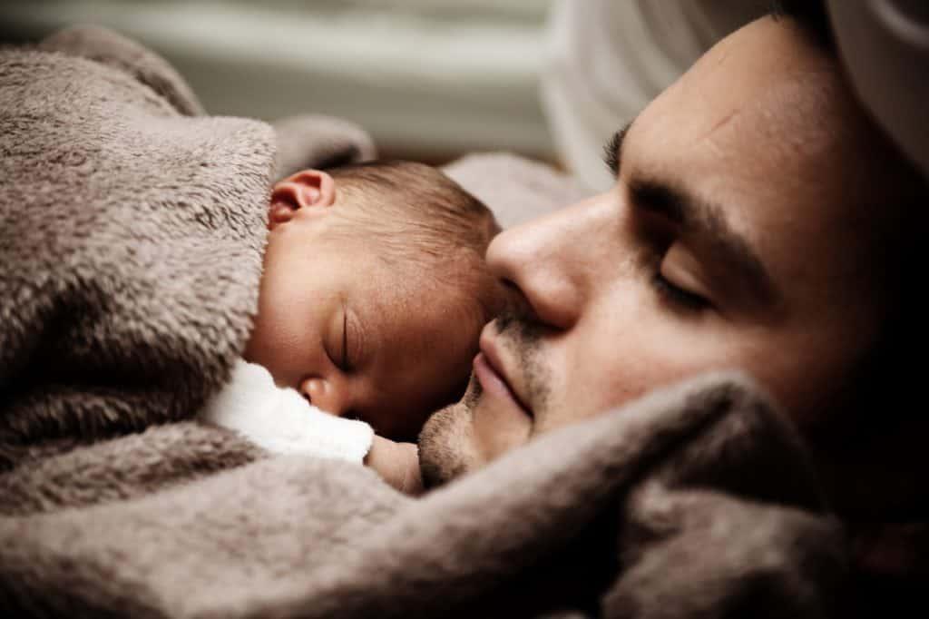 Babys Schlafen gerne im Familienbett